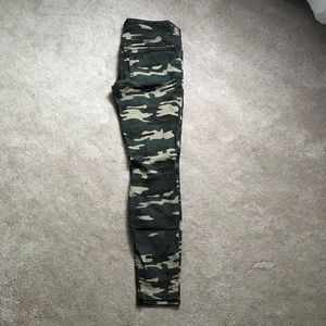 Forever 21 Camo Jeans Size 27